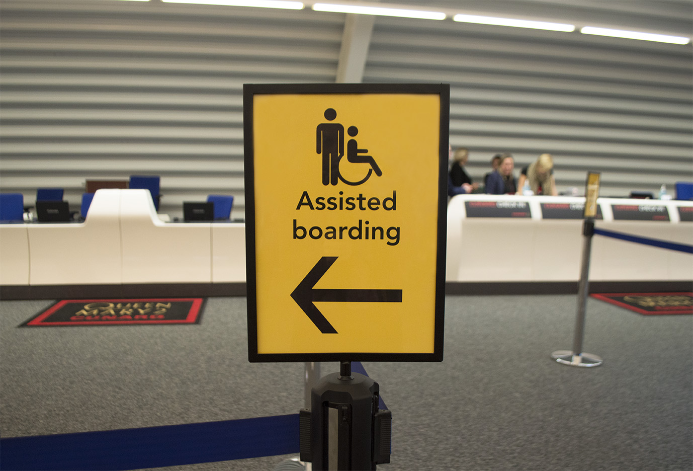 Assisted boarding sign